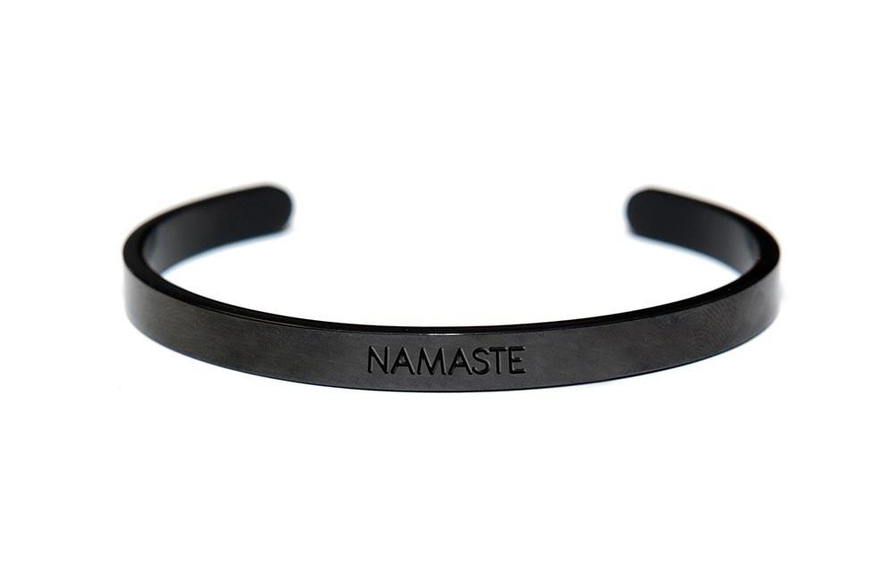 Key Moments 8KM-BM0005 Bangle met tekst Namaste one-size zwart