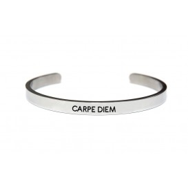 Key Moments 8KM-BM0002 Stalen open bangle met tekst carpe diem one-size zilverkleurig