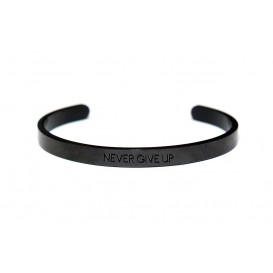 Key Moments 8KM-BM0009 Bangle met tekst never give up one-size zwart